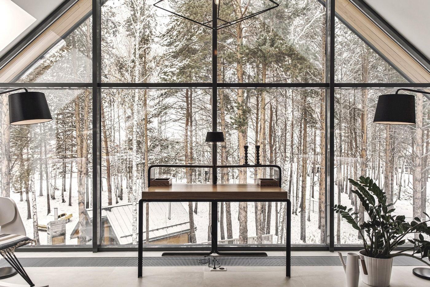 Большой загородный дом в скандинавском стиле - вид из окна