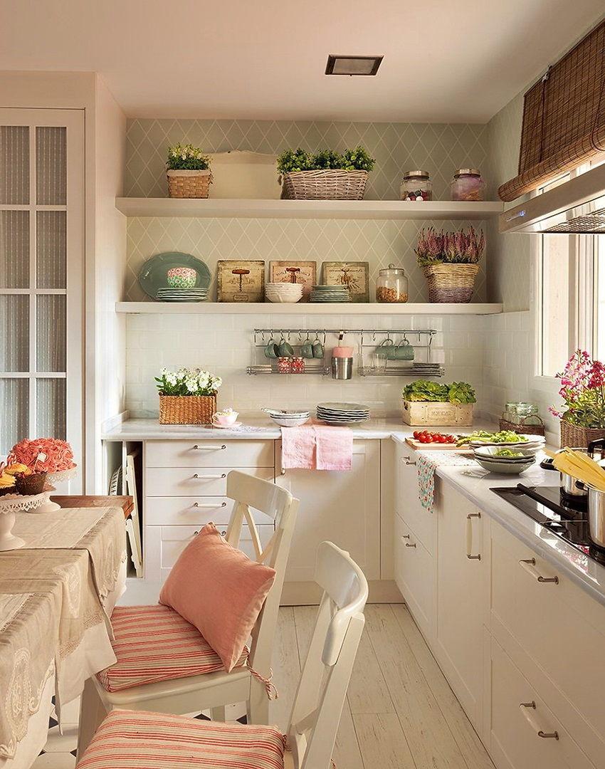 Открытые полки на кухне в стиле прованс