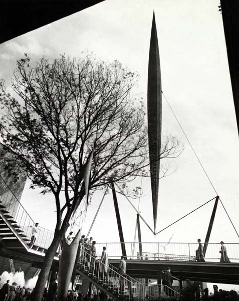 «Скайлон» на Фестивале Британии. Архитекторы Джон Идальго Мойя, Филипп Пауэлл, инженер Феликс Самуэли. 1951. На фото не распространяются авторские права