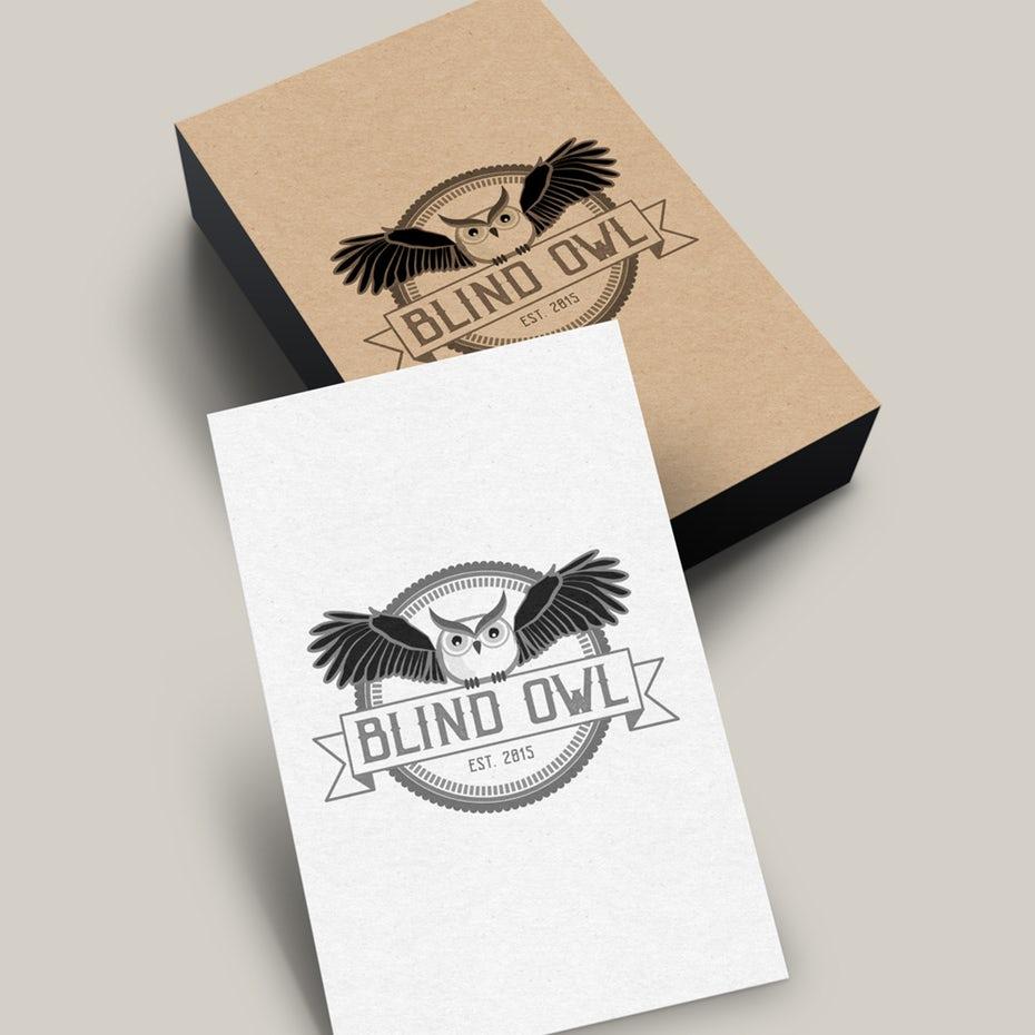 круглый логотип с изображением совы с распростертыми крыльями