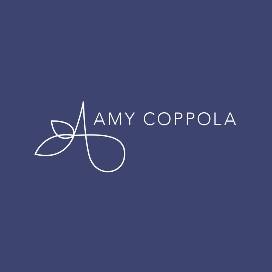 тонкий, простой логотип с надписью «Amy Coppola»
