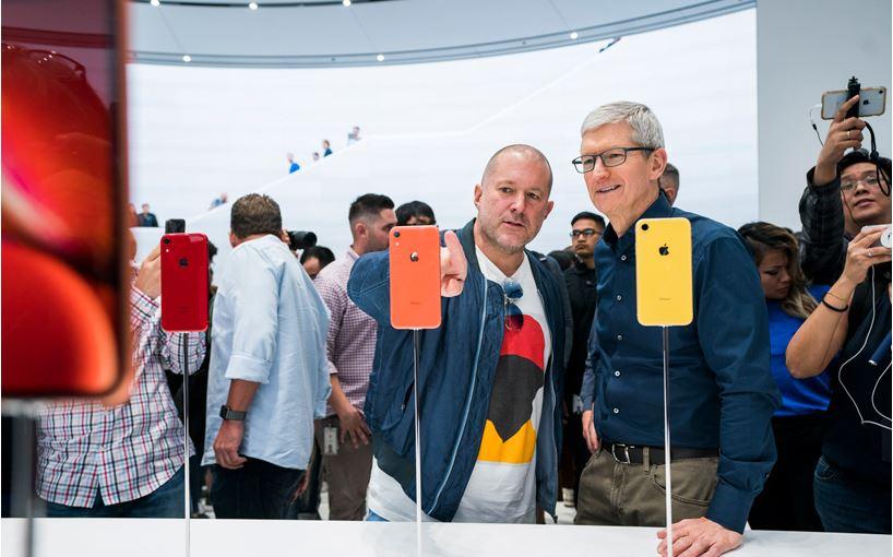 """jony-ive-apple """"width ="""" 750 """"height ="""" 468 """"/>    <figcaption> Джони Айв (слева) — один из предыдущих лауреатов премии"""" Дизайнер года """"</figcaption></figure> <p> Музей запустил свою первую схему наград в 2003 году, ежегодно присуждая одному человеку звание «Дизайнер года». Первым победителем стал Джони Айв, бывший креативный директор Apple, который стоит за многими из технологического гиганта Крупнейшие изобретения, в том числе iPod, iMac, iPhone и MacBook Air. Победителями стали такие, как социальный дизайнер Хилари Коттам и художник комиксов Джейми Хьюлетт. Эта награда была прекращена в 2006 году, когда Деян Суджич занял пост директора Музея дизайна. </p> <hr/> <h2><span id="""