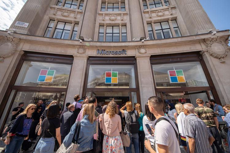 """экстерьер """"width ="""" 750 """"height ="""" 500 """"/>    <figcaption> Флагманский европейский магазин Microsoft </figcaption></figure> <p> Новый магазин — задуманный дизайнером и архитектором Gensler — на первом этаже игровой зал, многоцелевой Общественный театр и спортивный автомобиль McLaren. </p> <p> В лондонском Оксфорд-цирке открылся первый в Европе флагманский магазин Microsoft, в котором объединены торговые, развлекательные и образовательные услуги. </p> <p> Магазин является вторым по величине после Microsoft в Нью-Йорке, его площадь составляет более 2000 квадратных метров на трех этажах. </p> <div class='code-block code-block-3 ai-viewport-1 ai-viewport-2' style='margin: 8px 0; clear: both;'> <!-- Yandex.RTB R-A-268541-2 --> <div id="""