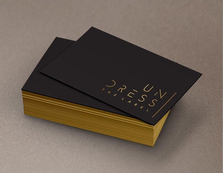 Пример тенденций визитных карточек 2020: этикетка с раздеванием