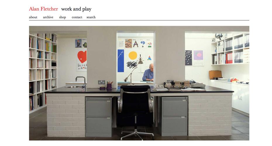 """веб-сайты графического дизайнера: веб-сайт портфолио Алана Флетчера """"width ="""" 1235 """"height ="""" 662 """"/>    <figcaption> Чистый и простой дизайн Алана Флетчера </figcaption></figure> <p> Также Основатель Pentagram, Алан Флетчер был назван «Самым уважаемым графическим дизайнером своего поколения» Daily Telegraph в своем некрологе в 2006 году. На его веб-сайте портфолио в значительной степени представлено его рабочее пространство с небольшим выбором его дизайнов, тонко интегрированных в фон. Этот подход передает ощущение спокойствия и тишины, подчеркивая радость, которую он получает в своей повседневной работе перед конечным результатом. </p> <h3><span id="""