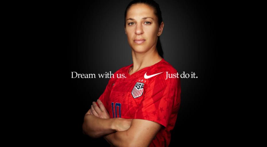 """В рекламе Nike показана сильная фотография спортсмена в паре с лозунгом """"width ="""" 2024 """"height ="""" 1116"""