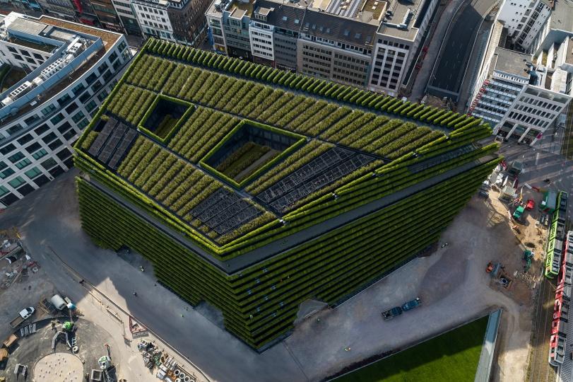 Ingenhoven Architects завершили строительство самого большого зеленого фасада в Европе