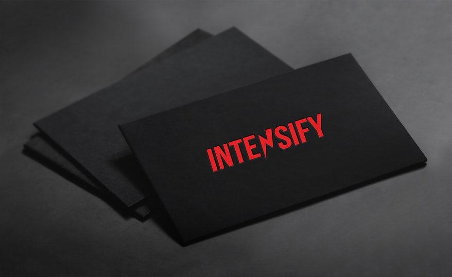 """черная визитная карточка с красным текстом """"width ="""" 1566 """"height ="""" 960"""