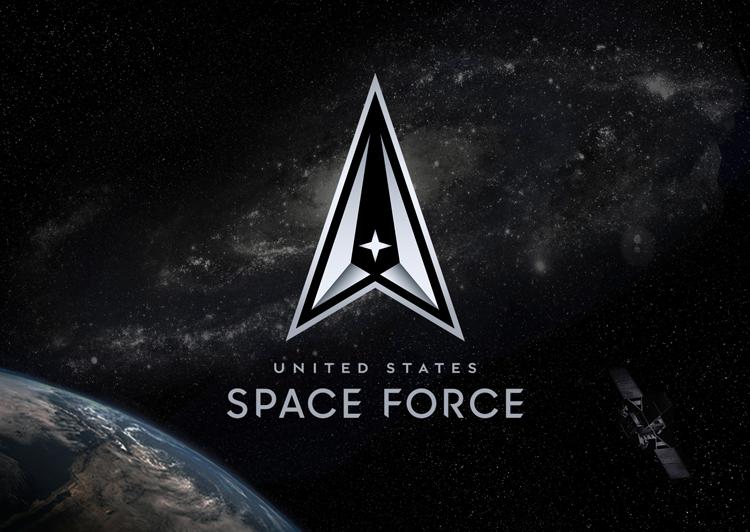"""USSF logo """"width ="""" 750 """"height ="""" 532 """"/>    <figcaption> Новый логотип USSF </figcaption></figure> <p> USSF был создан в декабре 2019 года после того, как Трамп подписал закон о переименовании космическое командование военно-воздушных сил США и сформировать отдельное военное подразделение для космоса. </p> <p> Его обязанности охватывают «развитие военных космических специалистов и приобретение космических систем, совершенствование военной доктрины космической мощи и организацию космических сил для представления нашим боевым командованиям». </p> <hr/> <h2> Детали последнего логотипа USSF </h2> <div class='code-block code-block-3 ai-viewport-1 ai-viewport-2' style='margin: 8px 0; clear: both;'> <!-- Yandex.RTB R-A-268541-2 --> <div id="""