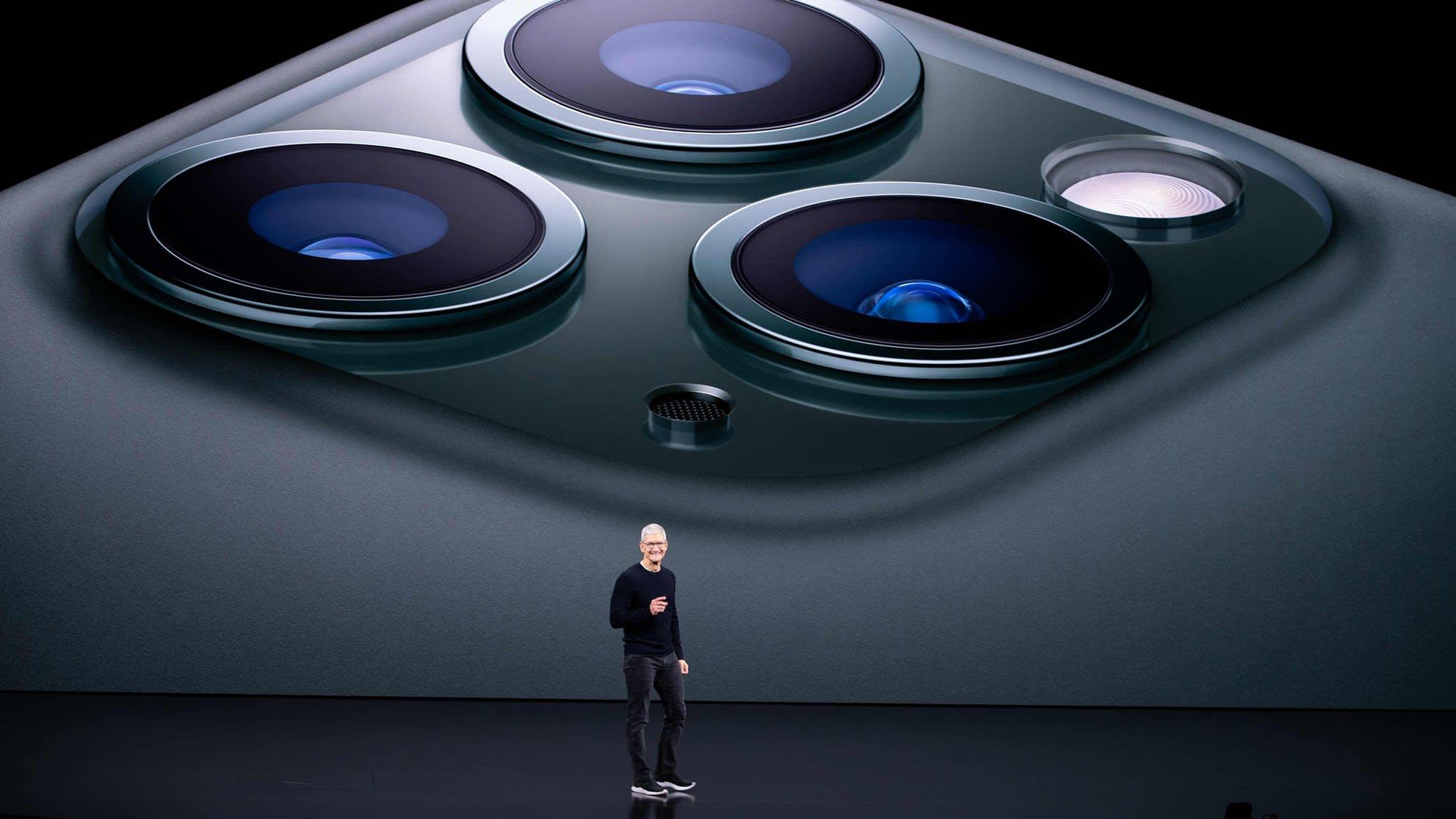 """Стив Джобс на презентации Apple """"width ="""" 2048 """"height ="""" 1152"""