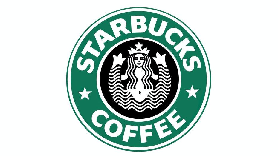 """Эволюция логотипа Starbucks, 1987 г. """"width ="""" 2560 """"height ="""" 1440 """"/>    <figcaption> Логотип Starbucks, 1987 г. </figcaption></figure> <p> Редизайн 1987 года, в котором впервые представлен их знаковый зеленый цвет цвет, является заметным шагом вперед по сравнению с оригиналом. Он выглядит так, будто кто-то передал оригинальную концепцию мастеру-дизайнеру, который сделал ее эстетически привлекательной и достаточно простой, чтобы ее можно было удобно печатать на кофейной чашке. </p> <p> К 2011 году Starbucks стал нарицательным, а их отчетливый зеленый логотип был легко узнаваем покупателями. Они стали настолько популярными, что компания смогла убрать часть жира с их логотипа. Отсюда их современный логотип — они удалили название бренда и полностью преобразовали цветовую схему в монохромный зеленый. </p> <h2 id="""
