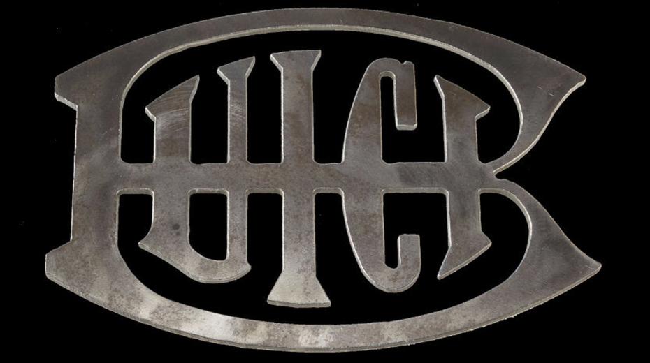 """Эволюция логотипа Buick, 1911 г. """"width ="""" 1194 """"height ="""" 668 """"/>    <figcaption> Логотип Buick, 1911 г. </figcaption></figure> <p>… до гербов королевских щитов с эзотерической символикой оленей. </p> <figure data-id="""