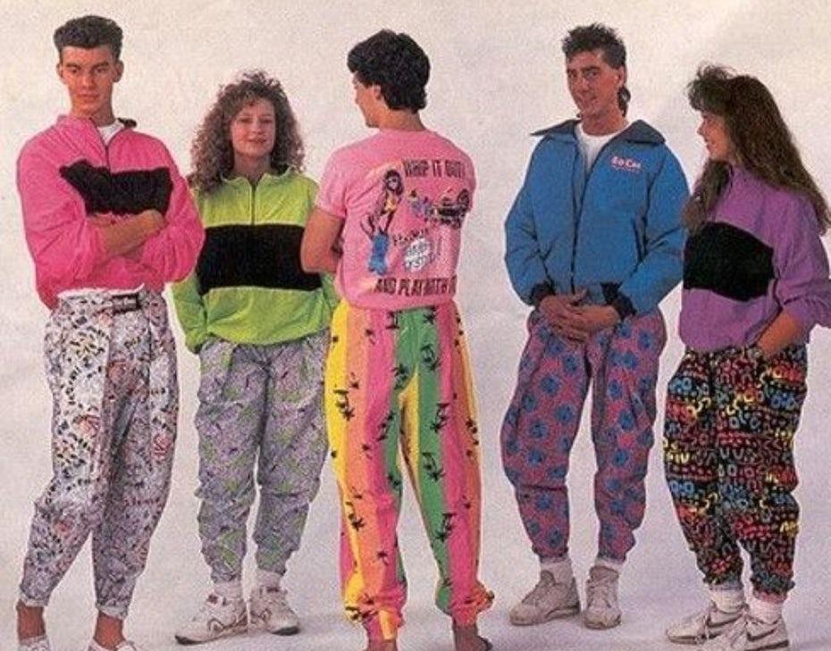 "Группа людей носит моду 80-х ""width ="" 1080 ""height ="" 846"