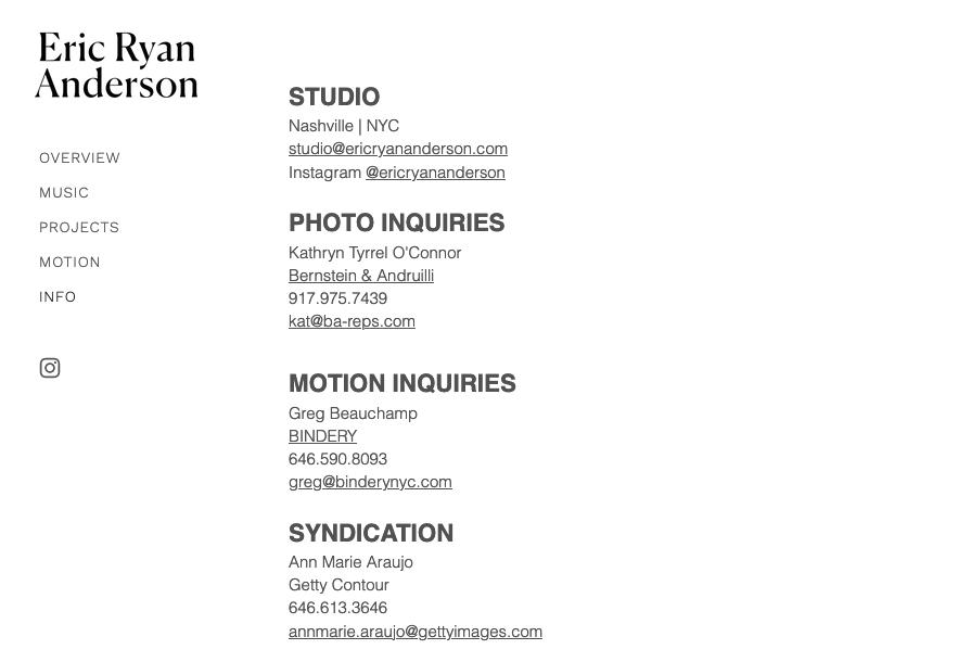 """Снимок экрана с дизайном веб-сайта Эрика Райана Андерсона """"width ="""" 895 """"height ="""" 610 """"/>    <figcaption> Виа Эрик Райан Андерсон </figcaption></figure> <p> Потому что у всех ваших посетителей будет различных предпочтений, вы хотите включить как можно больше контактной информации, чтобы удовлетворить всех. Не забудьте указать свой адрес электронной почты, номер телефона и ссылки на все свои социальные сети. Упоминание вашего города также имеет решающее значение, потому что это говорит посетителям, где вы работаете — часто люди ищут <em> местных </em> фотографов, чтобы освещать события. </p> <p> Где вы показываете свою контактную информацию, зависит от вас. Многие фотографы включают свою контактную информацию на странице «О нас» и резервируют вкладку «Контакты» для отправки прямых сообщений через веб-сайт. В качестве альтернативы Педро Оливейра хранит свой номер и адрес электронной почты внизу главной страницы, чтобы людям никогда не приходилось далеко ходить, чтобы связаться с ним. </p> <figure data-id="""