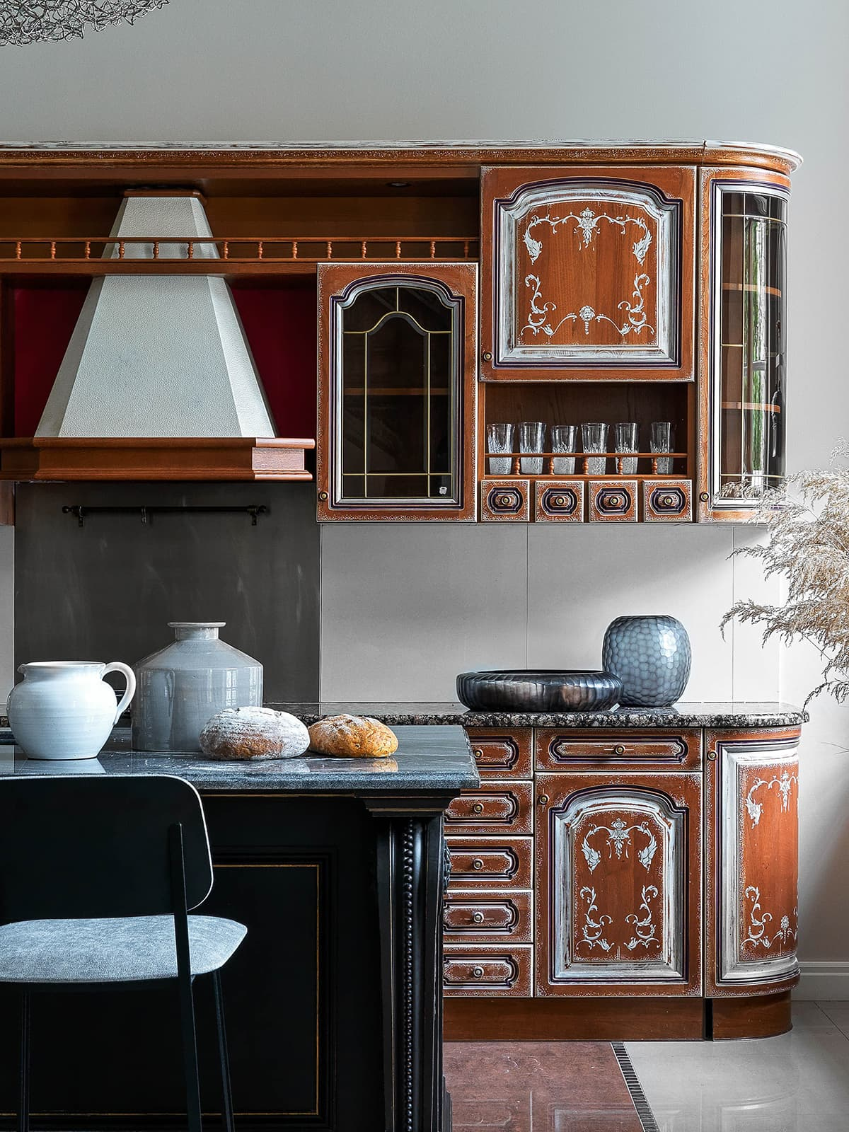 Монохромная квартира с предметами искусства – проект дизайнера Дарьи Майер