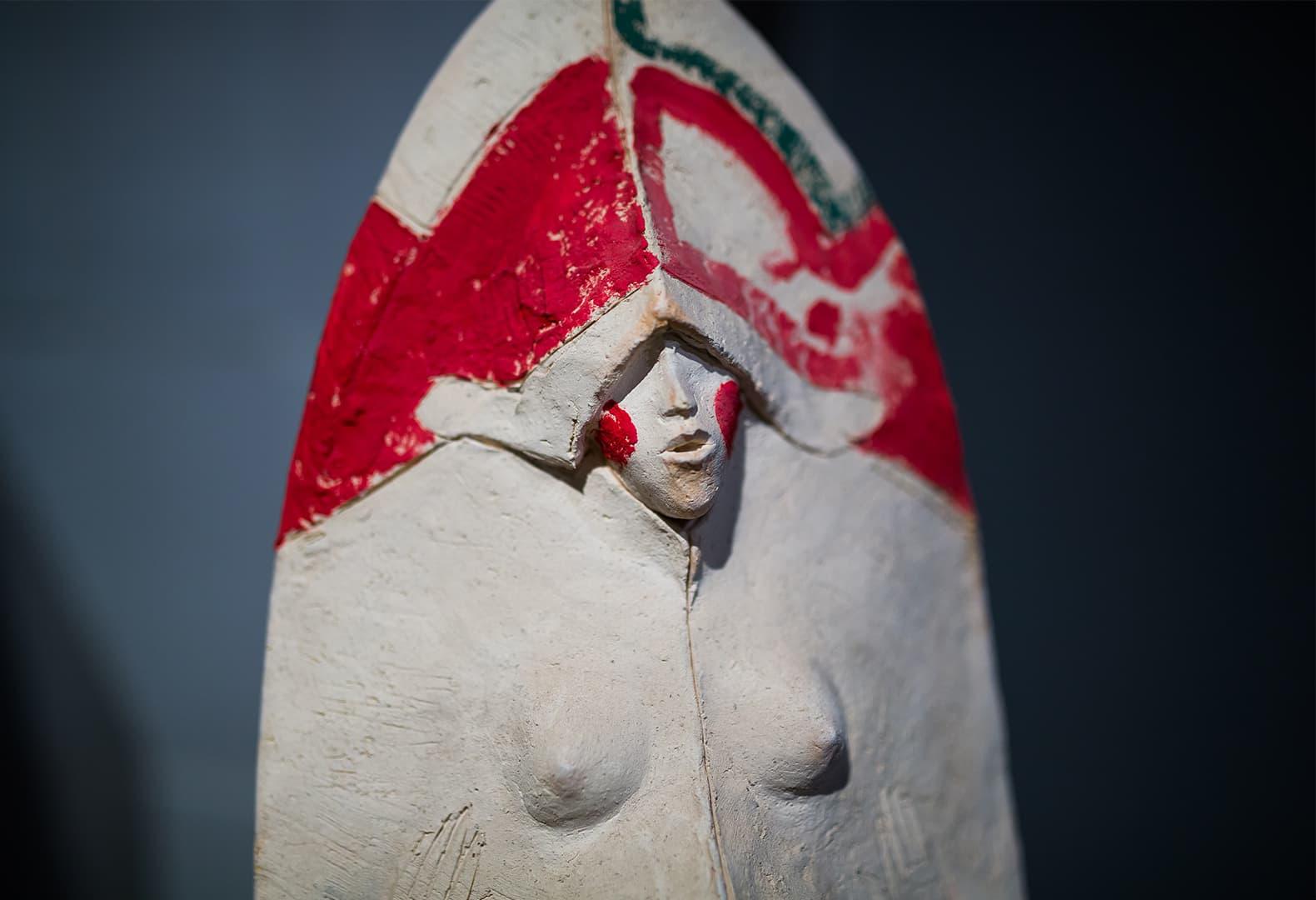 Экспозиция выставки «Трын*Трава. Современный русский стиль» 2020, скульптор Кирилл Чижов