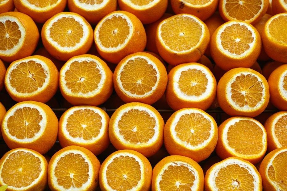 """апельсины """"width ="""" 1100 """"height ="""" 733 """"/>    <figcaption> Tropicana не изменила свои апельсины, но они изменили свой бренд через Энгина Акюрта </figcaption></figure> <h2><span id="""