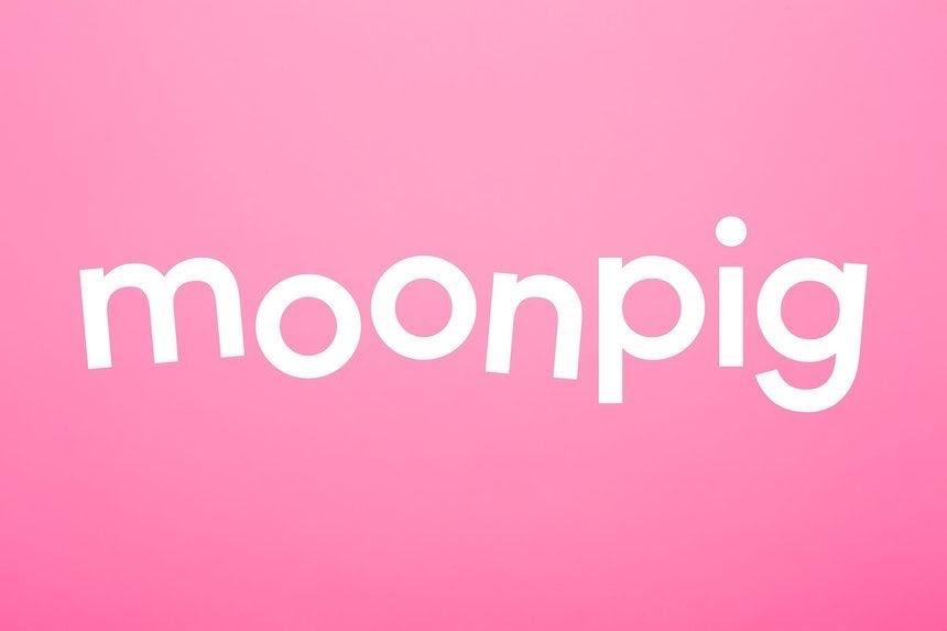 "плавающий текст лунной свиньи белого цвета на розовом фоне ""width ="" 860 ""height ="" 573"