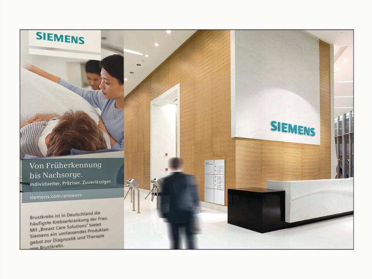 """вестибюль здания с приемной со старым логотипом Siemens на большой белой панели """"width ="""" 768 """"height ="""" 576"""